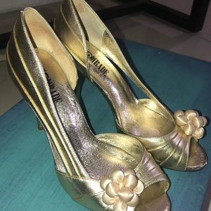 Shoes - Gold heels with flower decoration